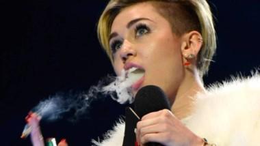¡Lamentable! Miley Cyrus recayó en las drogas y culpó a su madre