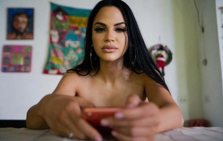 ¡En bata y sin pijama! Natti Natasha mostró sus atributos en las redes sociales
